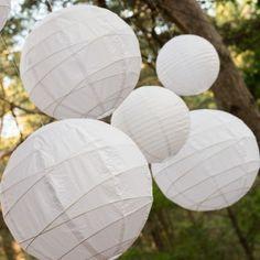 Lanternes en papier a louer pour votre décoration de mariage www.artisevenement.fr