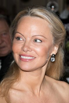We Barely Recognize Pamela Anderson With Her Fresh-Faced New Look   The Huffington Post 50 in July wow!!!