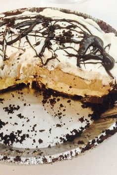 This layered chocolate-peanut butter pie recipe is an easy dessert recipe! This cream pie recipe incorporates chocolate chip, chocolate pie crust, cream cheese, vanilla, peanut butter, and whipped cream to create the best chocolate and peanut butter pie. You will love baking this pie recipe for a dinner party, cookout, or potluck!