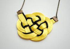 Collar nudo cola de rata en cuerda amarilla y por elfinadesign