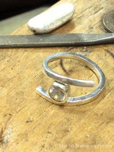 Prata esterlina (950) com acabamento polido e zircônia. Tam. 18 (USA size 7)
