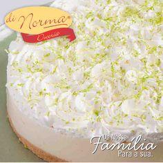 Torta Ice Lemon: Finíssima massa de biscoito, creme de chocolate branco com limão e cobertura de suspiros de chantilly com raspas de limão. #love #DiNorma #curta e #compartilhe