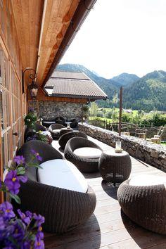 Terrassenlounge Wirtshaus Was Guat's vom Berg - www.jungbrunn.at Spa, Berg, Outdoor Furniture, Outdoor Decor, Happy Holidays, Restaurants, Hotels, Lifestyle, Architecture