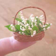 Miniature lilybell♡ ♡ By pansbear Fairy Garden Houses, Fairy Gardens, Miniature Plants, Miniature Dolls, Polymer Clay Miniatures, Dollhouse Miniatures, Mini Plants, Clay Figurine, Polymer Clay Flowers