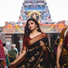 """Vanakkam Chennai - 2019 : : : : : @ repost Simplicity is the ultimate sophistication"""" . Indian Beauty Saree, Indian Sarees, Silk Saree Kanchipuram, Kanjivaram Sarees, Saree Jewellery, Saree Poses, Simple Sarees, Saree Photoshoot, Black Saree"""