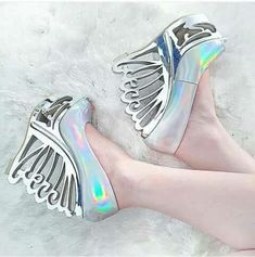 unicorn, heels, and shoes Bild Crazy Shoes, Me Too Shoes, Iridescent Clothing, Cute Fashion, Girl Fashion, Fashion Outfits, Alternative Shoes, Holographic Fashion, Stuff And Thangs