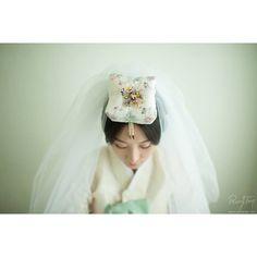 rawysnap's photo on Instagram www.rawysnap.com /#korea traditional dress # wedding #photography #한복