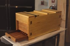 Japanese Tool Box Plans — Never Stop Building - Crafting Wood with Japanese Techniques Japanese Tools, Japanese Woodworking, Woodworking Plans, Woodworking Projects, Wood Tool Box, Wood Tools, Diy Wood Projects, Wood Crafts, Diy Easel