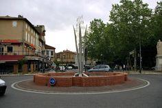 Rond-point à Gaillac (81)  Sculpture, notes de musique.