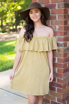 Chasing blooms is never a bad thing, especially when it looks this chic. By Umgee, this simple yet chic and beautiful honey colored dress has us swooning. This beauty has a got a ruffled front flap se