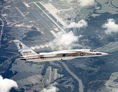 RA-5C_RVAH-14_in_flight_over_NAS_Albany_1969.jpg (1665×1294)