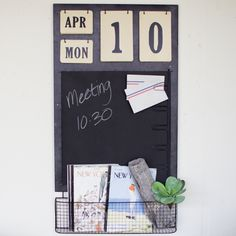 Kalalou Calendar With Chalkboard, Note Clips And Basket. The Calendar With Chalkboard, Note Clips And Basket by Kalalou is made of metal material and of black color. Industrial Scandinavian, Industrial Living, Rustic Industrial, Black Kitchens, Kitchen Black, Eco Friendly House, Wall Organization, Office Accessories, Black Walls