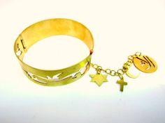 """The three religious Respect for religion """"bracelet"""" Fashion designer: Alaa Edris"""
