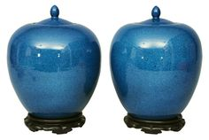 "A pair of ""Powder blue"" vases with cover    China, 19th cent. (Qing-dynasty 1644-1911). Porcelain with petrol-blue and finely spotted glaze (""powder blue""). Ovoid body with cover. On a wooden base. 1 vase with fissure. H. 34 cm"