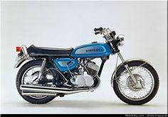 Kawasaki 500, Kawasaki Motorcycles, Motorcycle Museum, Suzuki Motorcycle, Motorcycle Companies, Motorcycle Manufacturers, Street Motorcycles, Vintage Motorcycles, Scooters