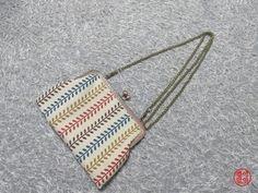 프랑스자수를 하다가.....갑자기 프레임 파우치에 꽂히게 되었어요~아......이러다 울 집 살림 거덜날것 같... Frame Purse, Pouch, Wallet, Diy And Crafts, Coin Purse, Projects To Try, Pendant Necklace, Handbags, Embroidery