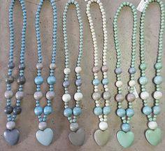 blou,grys,mint Craft Jewellery, Beaded Jewellery, Jewelry Crafts, Handmade Jewelry, Wooden Bead Necklaces, Chunky Necklaces, Wooden Beads, Ribbon Necklace, Beaded Necklace