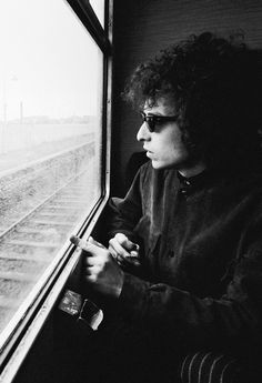Bob Dylan photographed by Barry Feinstein, 1966.