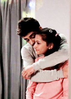 """Awww Zayn And His Sister In the Behind the Seances to """"Story Of my Life""""(gif) Zayn Gif, Zayn Mallik, Siblings Goals, Sisters Goals, Malik One Direction, I Love One Direction, Story Of My Life, Love Of My Life, My Love"""