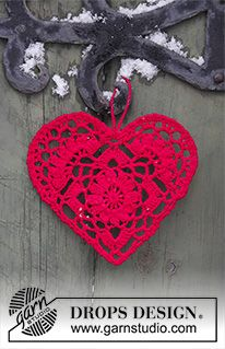 Home Is Where… pattern by DROPS design Crocheted heart for Christmas. The piece is worked in DROPS Safran…free pattern! Crochet Diy, Crochet Design, Thread Crochet, Crochet Gifts, Crochet Motif, Crochet Flowers, Crochet Christmas Decorations, Crochet Ornaments, Crochet Snowflakes
