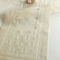 A piece of hardanger bargello mix is ​​ready - information and . Tambour Embroidery, Hardanger Embroidery, Types Of Embroidery, Paper Embroidery, Embroidery Patterns, Crochet Doily Patterns, Crochet Doilies, Flower Patterns, Dress Patterns