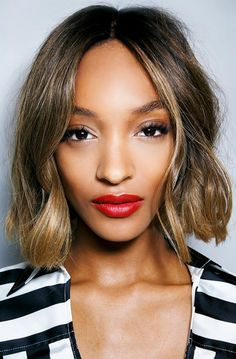 Loving this curled blunt bob on Jourdan Dunn