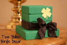 Two Yellow Birds Decor: Leprechaun Wood Hat St Patrick's Day decor DIY (tutorial)