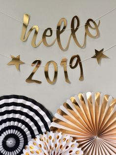 hello 2019 new years eve gold party decoration banner