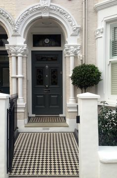 The Victorian Outdoor Design concept has gotten a lot of press recently, but the idea isn't exactly a new one. Victorian Front Doors, Victorian Porch, Victorian Decor, Victorian Homes, Garden Design London, London Garden, Bungalows, Garden Railings, Front Path