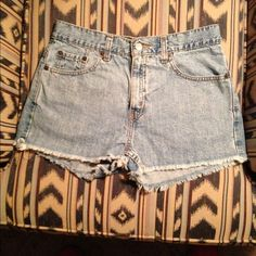 "Levi's Shorts Super cute shorts in very good condition. Tattered hem line. My daughter wears a size 8 and these are too small for her, so maybe a ""small"" size 9JR. Levi's Shorts Jean Shorts"