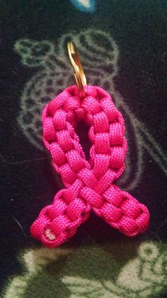 Paracord Breast Cancer Awareness Instructions Good idea for Fundraiser. Breast Cancer Support, Breast Cancer Awareness, Breast Cancer Crafts, Survival, Go Pink, Purple, Paracord Projects, Paracord Ideas, Paracord Bracelets