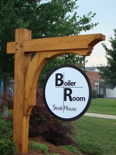 Timber frame sign holder Driveway Sign, Timber Frame Homes, Timber Frames, Wood Projects, Woodworking Projects, Business Signs, Wood Brackets, Cottage Signs, Farm Signs