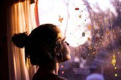Sobre escolhas, possibilidades perdidas e fazer o que realmente é importante. Buscar o seu próprio caminho, sua bússola, seguir suas regras, o som da sua própria música. Aprender a se emancipar das opiniões e expectativas dos outros e entender que tudo isso é só barulho. Tudo o que se precisa já está dentro. http://lounge.obviousmag.org/caleidoscopio_cultural/2015/09/todo-o-resto-e-so-barulho.html