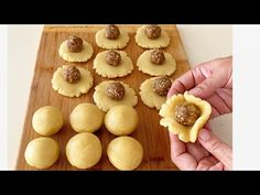 Bayrama Damga Vuracak Misafir Kıskandıracak Lezzette Bir Prenses Tatlısı💯💯BERA TATLİDUNYASİ - YouTube East Dessert Recipes, Desserts, Mini Cupcakes, Make It Yourself, Vegetables, Breakfast, Food, Youtube, Recipes