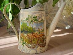 Сиреневая аллея: Лето, цветет гортензия, лейки