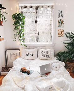 Bedroom decor ideas for teenagers; Small and warm cozy bedroom … - Boho Bedroom Decor Cool Room Decor, Decoration Bedroom, Boho Bedroom Decor, Boho Room, Bedroom Themes, Boho Teen Bedroom, Bedroom Inspo, Teen Bedroom Decorations, Nature Bedroom