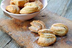 Biscotti alla ricotta con nocciole facili e veloci vickyart arte in cucina Italian Cookies, Italian Desserts, Ricotta, Finger Foods, Pesto, Cake Recipes, Sweets, Bread, Cooking
