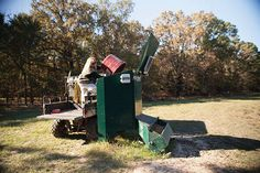 The feed bin can be easily refilled from the ground and the capacity allows for 1000 lbs of protein or 1250 lbs of corn.