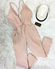 #jumpsuit  Me encantan   #freoopsvzla #jumpsuit #looking #lookoftheday #outfitoftheday #outfit #outfits #looking #fashionstyle #fashion #nude #actitud #innovación #streetstyle #style        Trend Trendy Outfits Clothes Style