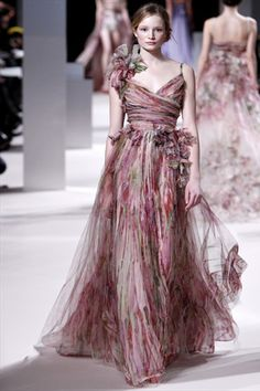 Elie Saab Haute Couture Spring 2011 #flowers #gown #dress #fashion #dream