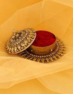 Select beautiful range of sindoor box online from the huge collection. We offer silver kumkum box, gold plated kum kum bharani and fancy sindoor dani at best price. Bridal Jewelry, Jewelry Art, Gold Jewelry, Jewelry Design, Beaded Jewelry, Antique Jewellery Designs, Gold Earrings Designs, Antique Jewelry, Antique Items