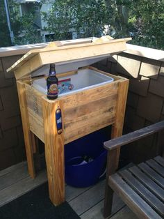 Outdoor Pallet Projects Wooden Pallet Outdoor Ice Box Stand: - And for some spectacular cooler ideas you can have a look at this round up of 12 DIY wooden pallet cooler designs. Being the non conductor of heat it would ma Wooden Pallet Crafts, Outdoor Pallet Projects, Wooden Pallet Furniture, Wooden Diy, Diy Furniture, Pallet Ideas, Outdoor Furniture, Garden Furniture, Old Pallets