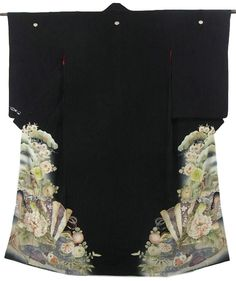 This is an elegant vintage Kurotomesode Kimono with a design of fan, 'Shou-chiku-bai'( pine tree, bamboo and ume blossom), 'Kiku'(chrysanthemum), 'Botan'(peony)m 'Sakura'(cherry blossom), royal cart and gosho-doki(palace, fan, and seasonal flowers motifs), which is dyed