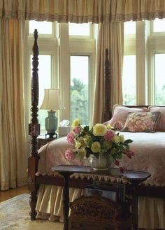 Vintage French Soul ~ Beautiful master bedroom interior design ideas and home decor by Ana Rosa Master Bedroom Interior, Cozy Bedroom, Bedroom Decor, Feminine Bedroom, Dream Rooms, Dream Bedroom, Beautiful Bedrooms, Beautiful Interiors, Traditional Bedroom