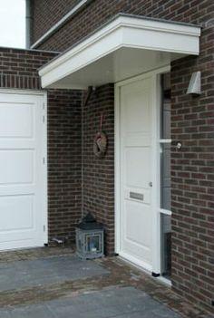 Dichte voordeur karakteristiek jaren 30 stijl Furniture Inspiration, Entryway Decor, Canopy, Garage Doors, Sweet Home, Villa, New Homes, Interior, Outdoor Decor
