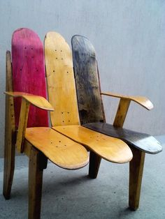 #Deck, #PalletChair, #ReclaimedPallet This chair was built with broken skateboard decks. The hardest part is to take off the sand paper but once you make is totally worth. I built it because I used to skate and didn´t like to throw them away and I had this idea on my head for a long