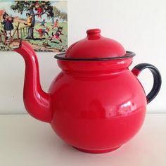 Image of Ancienne Théière Emaillée Rouge