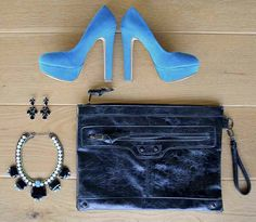 BLACK & BLUE  statement, necklace, ketting, oorbellen, clutch, heels, high heels, balenciaga