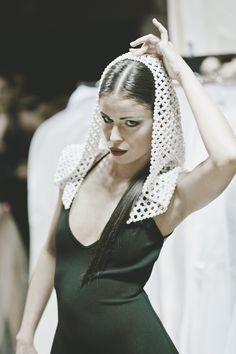 Gyöngy kapucni, fekete ruha. D'ange 2015
