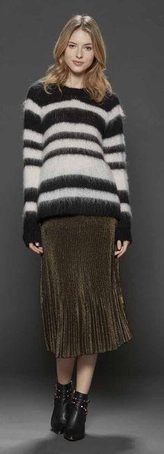 loose sweater + broomstick skirt + booties (Leidiro catalogue)